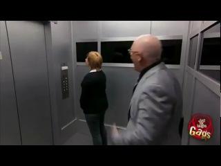 Прикольный розыгрыш в лифте )